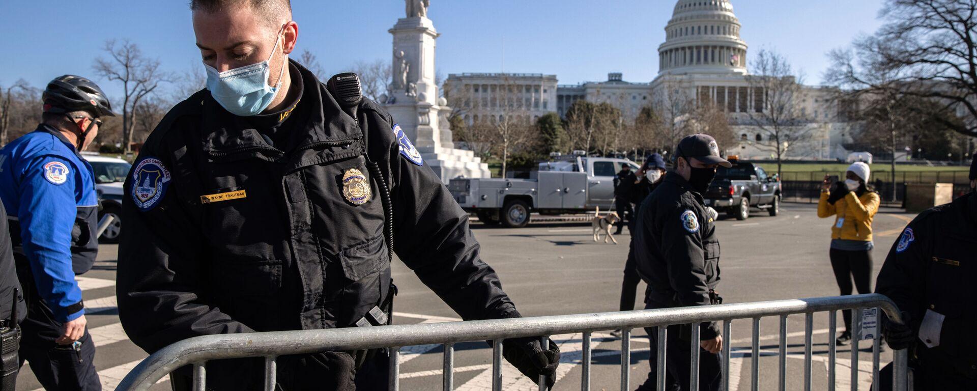Miembro de la Policía del Capitolio de EEUU - Sputnik Mundo, 1920, 06.05.2021