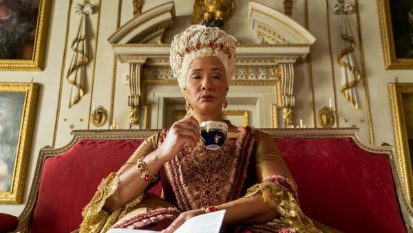 La reina Carlota, interpretada por Golda Rosheuvel - Sputnik Mundo