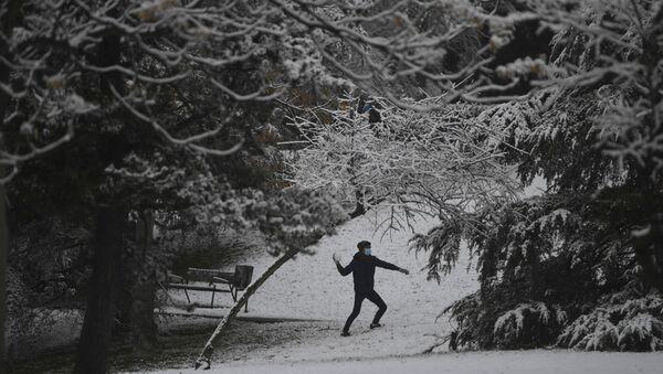 Nieve en Madrid al comienzo del año 2021 - Sputnik Mundo