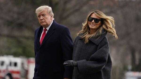 Donald Trump, presidente de EEUU, y su esposa, Melania, llegan a la Casa Blanca el 31 de diciembre de 2020 - Sputnik Mundo