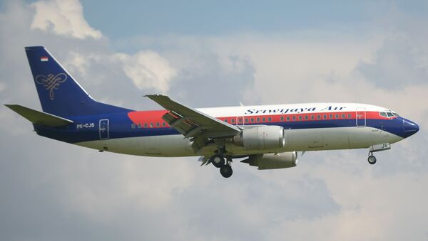 Un Boeing 737-300 de Sriwijaya Air  - Sputnik Mundo