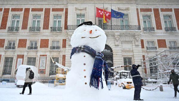 La borrasca Filomena deja Madrid bajo un grueso manto de nieve - Sputnik Mundo
