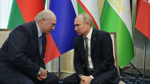 Alexandr Lukashenko, presidente de Bielorrusia, y Vladímir Putin, presidente de Rusia - Sputnik Mundo