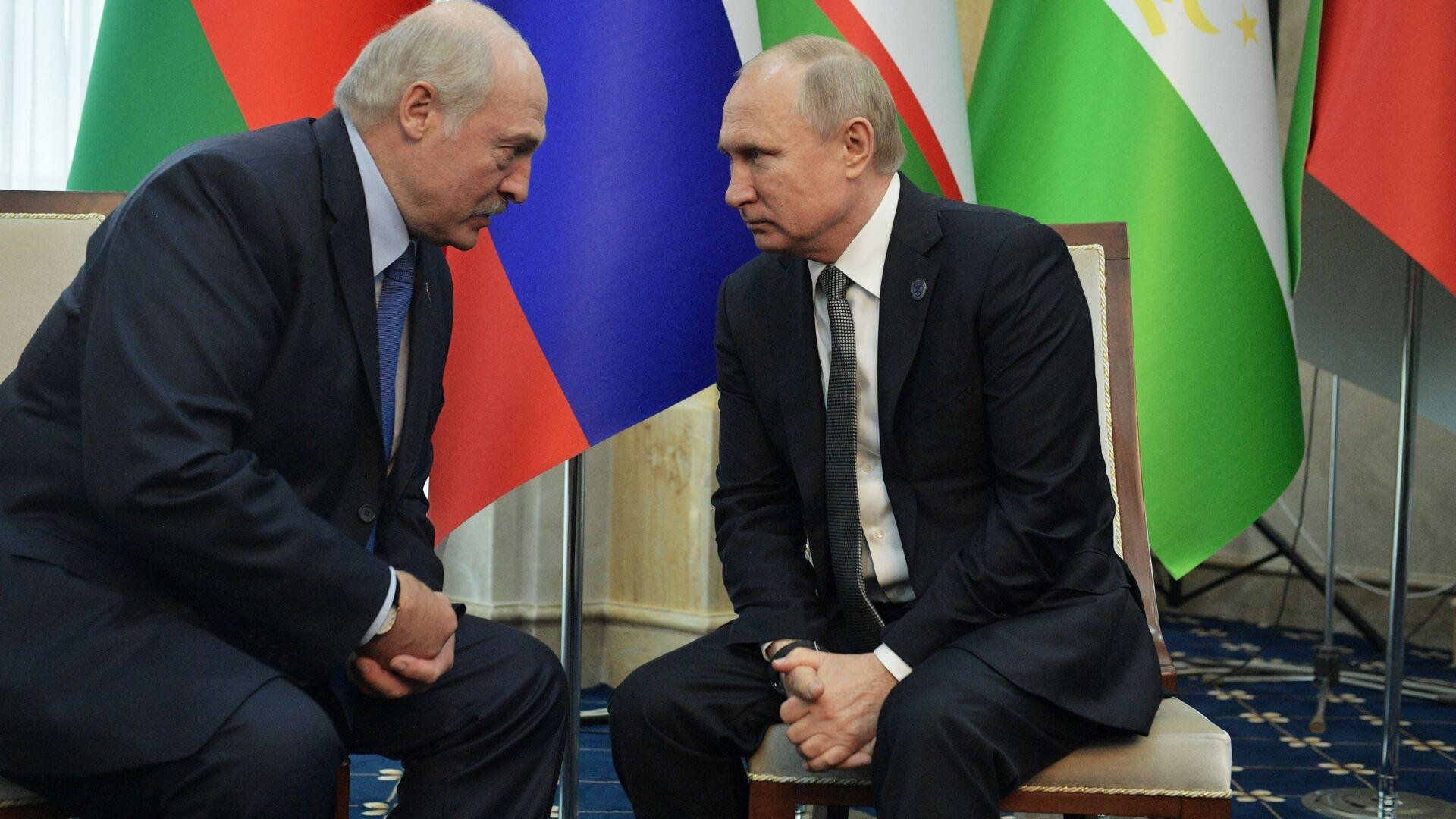 Alexandr Lukashenko, presidente de Bielorrusia, y Vladímir Putin, presidente de Rusia - Sputnik Mundo, 1920, 03.07.2021