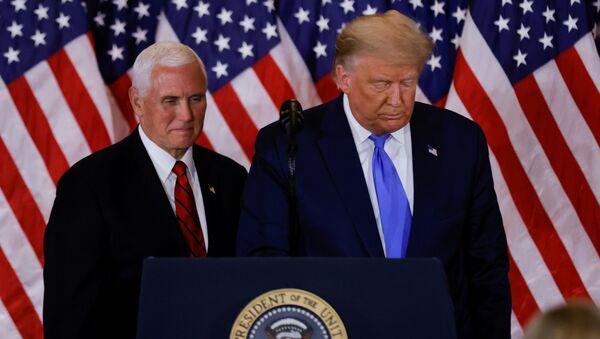 Mike Pence, vicepresidente de EEUU, y Donald Trump, presidente de EEUU - Sputnik Mundo