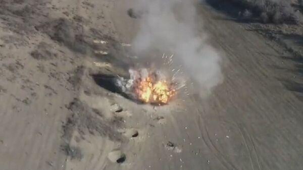 Militares rusos desactivan miles de objetos explosivos en Nagorno Karabaj - Sputnik Mundo
