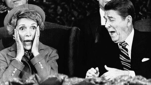 Президент США Рональд Рейган с женой Нэнси в Capital Center в Ландовере, 1985 год - Sputnik Mundo