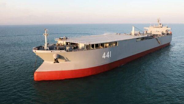 El buque de guerra de fabricación iraní Makran - Sputnik Mundo