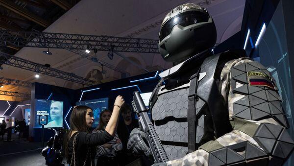 Equipamiento de un soldado ruso presentado en una exhibición (imagen referencial) - Sputnik Mundo