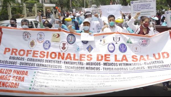 Los médicos peruanos convocan una huelga nacional en medio de la segunda ola del COVID-19 - Sputnik Mundo