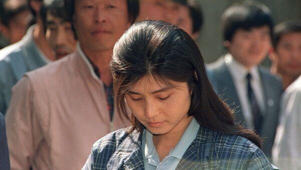 Kim Hyon-hui, una  joven espía norcoreana, perdonada tras el extraño accidente de un avión de pasajeros surcoreano  - Sputnik Mundo