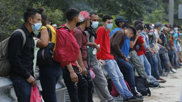 Caravana de migrantes irregulares hondureños  - Sputnik Mundo