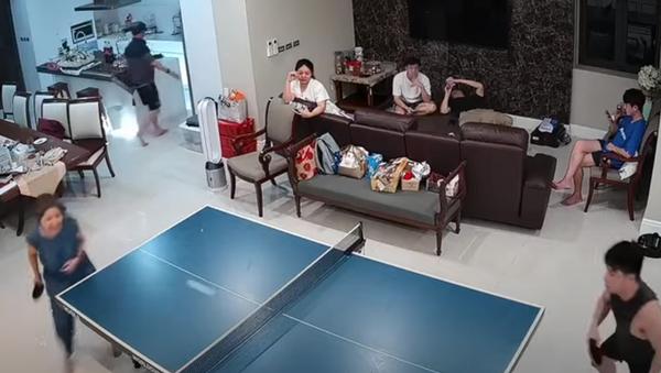 Una raqueta de pimpón le da una 'cachetada' a una tailandesa  - Sputnik Mundo