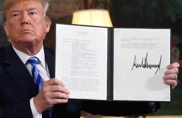 Uno de los principales logros de Obama que Trump criticó fue el llamado acuerdo nuclear con Irán, alcanzado en 2015 por Teherán y EEUU, Rusia, China, Alemania, Francia y el Reino Unido. Esto logró que Teherán abandonara su programa nuclear a cambio de la eliminación de las sanciones económicas. En mayo de 2018, Trump anunció la retirada unilateral de EEUU del acuerdo.  - Sputnik Mundo