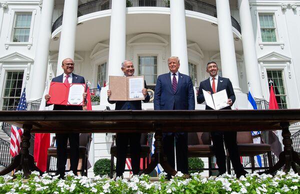 Uno de los indudables éxitos de Trump en la política exterior es la normalización de las relaciones entre los Emiratos Árabes Unidos e Israel bajo su activa mediación. Un tratado correspondiente se firmó el 15 de septiembre de 2020. - Sputnik Mundo