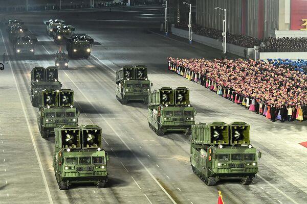 La última vez que Corea del Norte organizó un desfile militar fue en octubre del 2020 para conmemorar el 75º aniversario del Partido de los Trabajadores de Corea. En la foto: el desfile militar celebrado en Pyongyang. - Sputnik Mundo