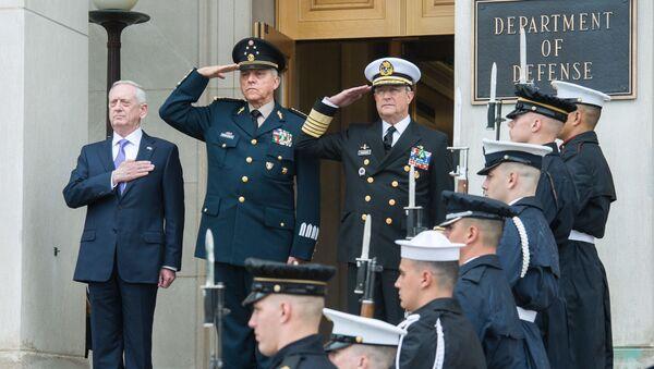 Secretario de Defensa de EEUU, James Mattis, recibe a su homólogo mexicano, Salvador Cienfuegos Zepeda, en Pentágono (2017) - Sputnik Mundo