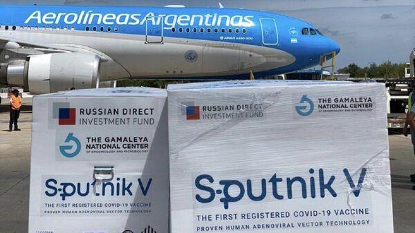 El avión con el segundo lote de vacuna rusa Sputnik V llega desde Moscú a Argentina  - Sputnik Mundo