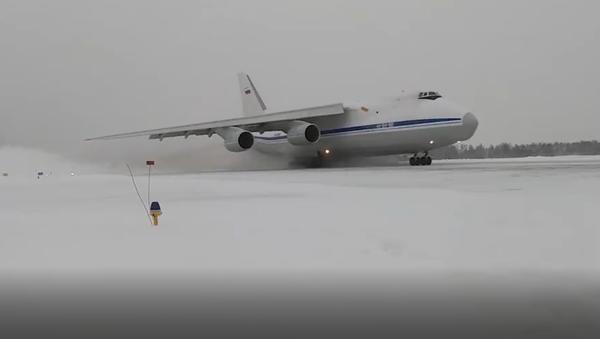 Por primera vez en la historia de Rusia seis An-124 vuelan en formación - Sputnik Mundo