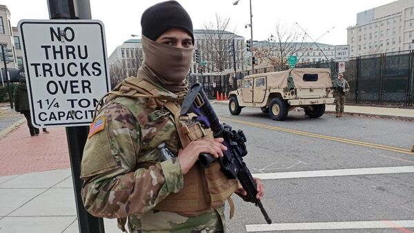 Los militares refuerzan la seguridad en Washington antes de la investidura de Joe Biden   - Sputnik Mundo