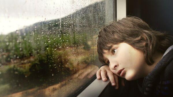 Imagen referencial de un niño triste - Sputnik Mundo