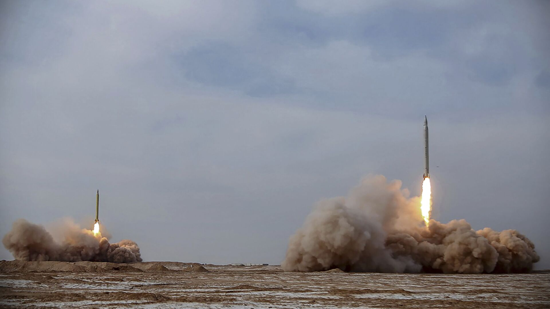Lanzamiento de misiles balísticos por Irán - Sputnik Mundo, 1920, 15.03.2021