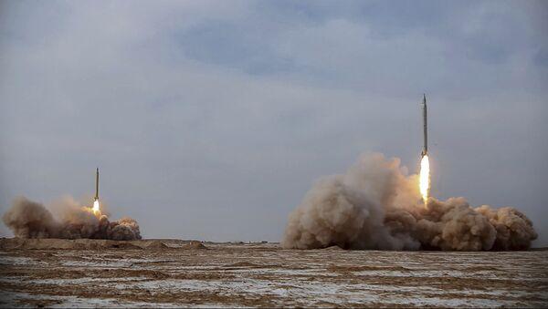 Lanzamiento de misiles balísticos por Irán - Sputnik Mundo