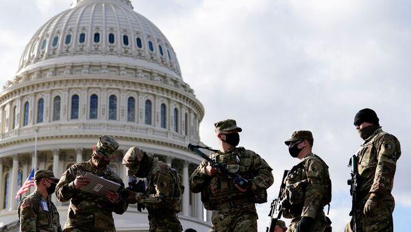 Militares cerca del Capitolio de EEUU - Sputnik Mundo