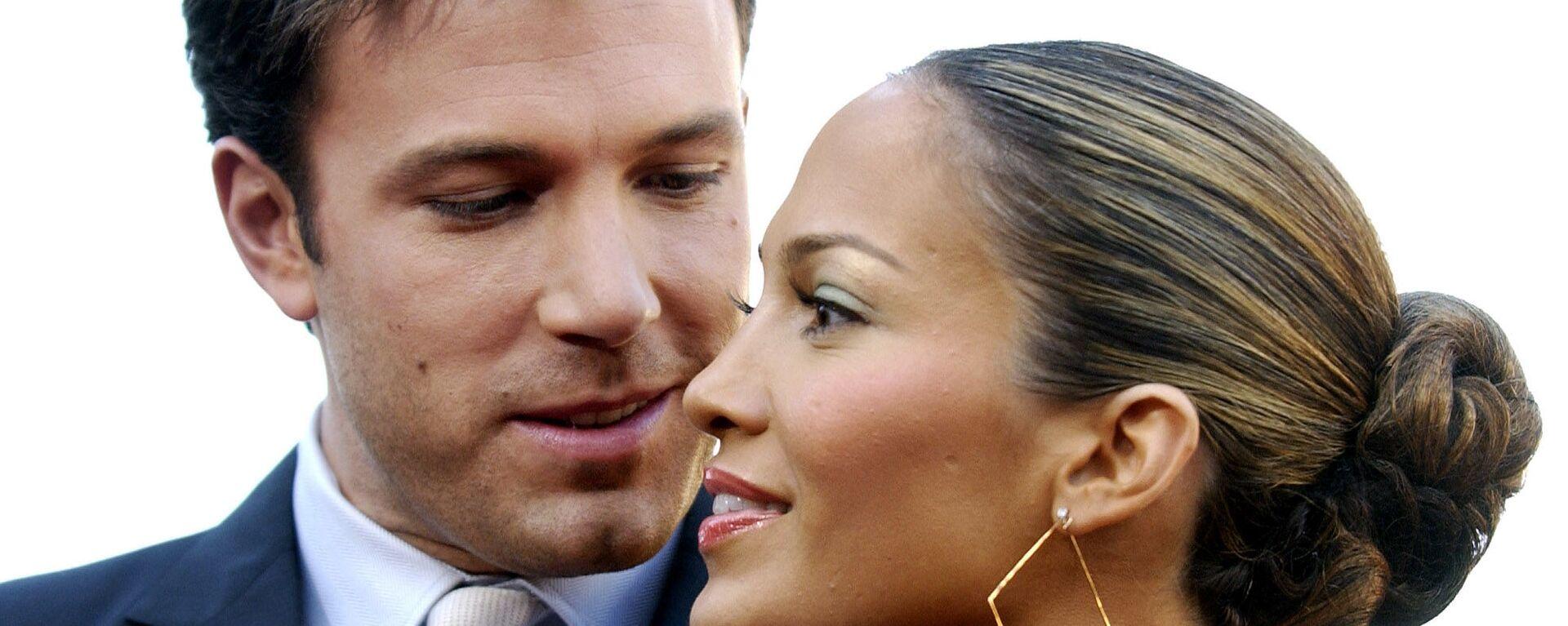 El actor Ben Affleck y su entonces prometida, la actriz y cantante Jennifer Lopez, en 2003 - Sputnik Mundo, 1920, 01.05.2021