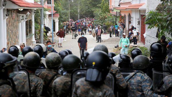 Caravana de migrantes hondureños en Guatemala - Sputnik Mundo