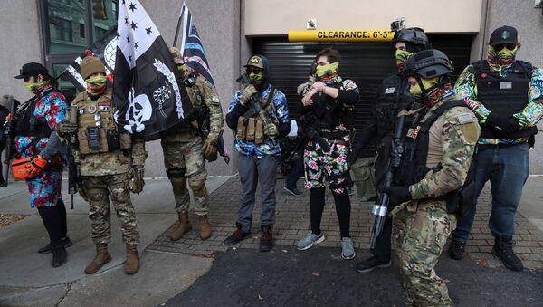Manifestantes armados en Richmond - Sputnik Mundo