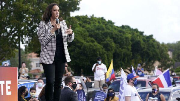 El estilo de Kamala Harris, la primera mujer vicepresidenta de EEUU  - Sputnik Mundo
