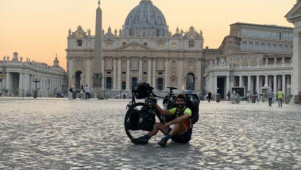 Nil Cabutí, barcelonés de 30 años que recorrió 43 países en bici durante 2020 - Sputnik Mundo