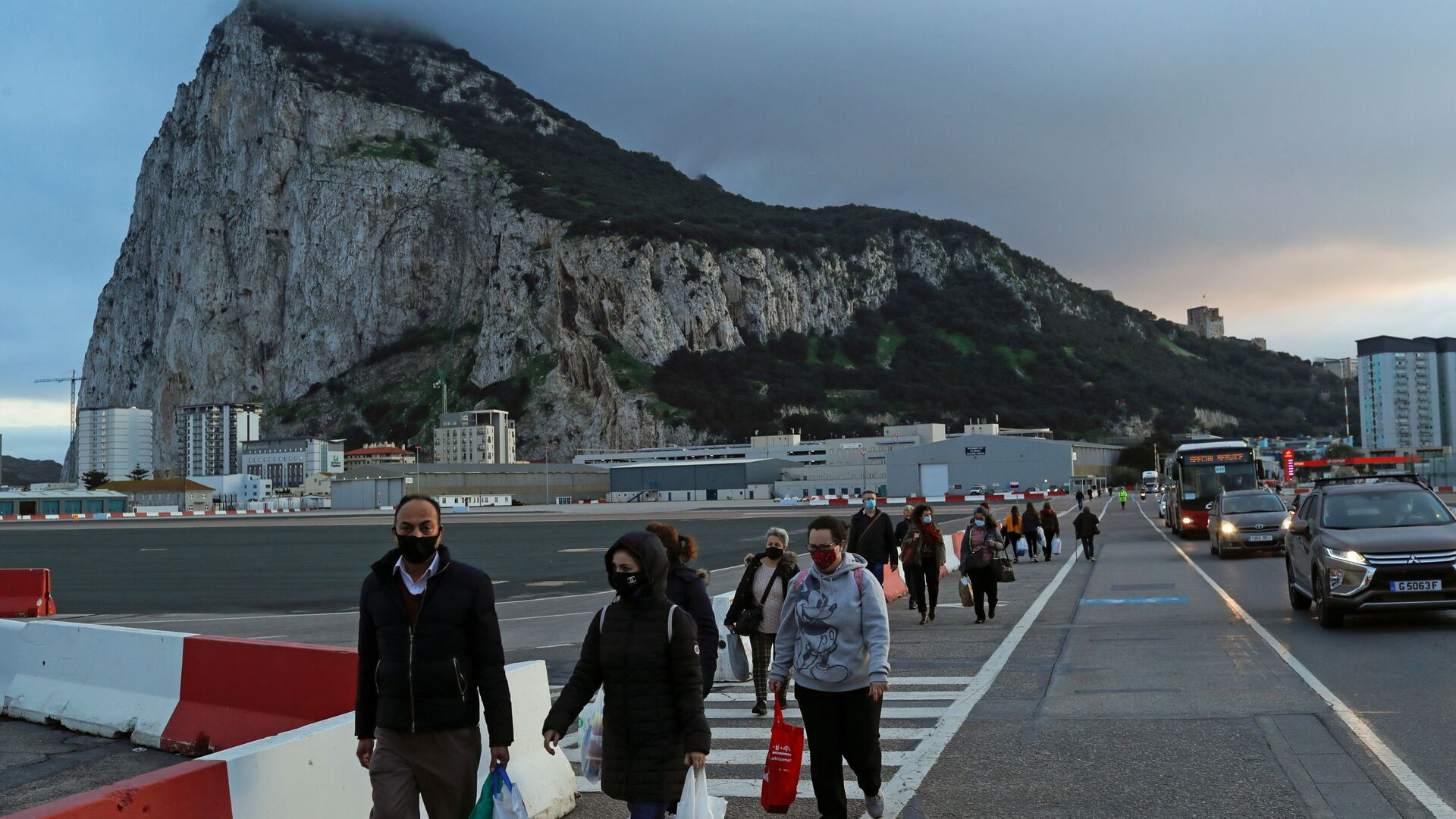 La gente en mascarillas en Gibraltar - Sputnik Mundo, 1920, 25.06.2021