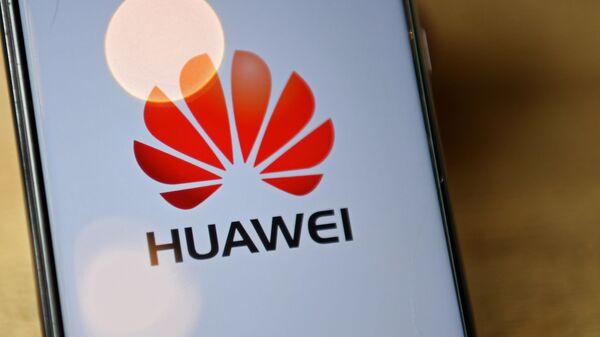 Un smartphone de Huawei (imagen referencial) - Sputnik Mundo