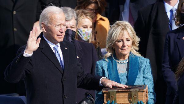 Joe Biden jura como presidente de EEUU - Sputnik Mundo
