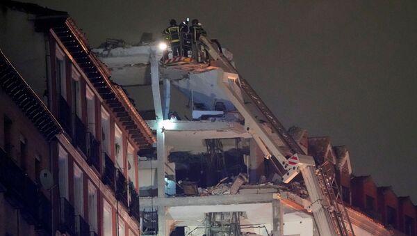 Una fuerte explosión destroza un edificio en el centro de Madrid - Sputnik Mundo