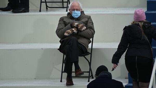 Сенатор Берни Сандерс на инаугурации Джо Байдена  - Sputnik Mundo