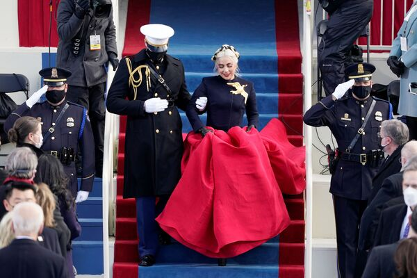 Jennifer López y Lady Gaga (en la foto) actuaron ante los invitados y el presidente electo de Estados Unidos.  - Sputnik Mundo