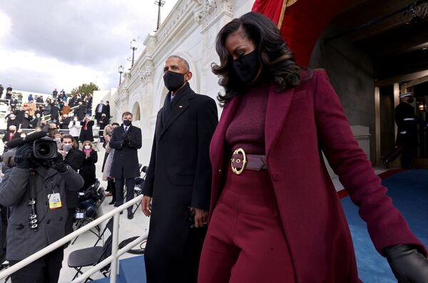 Entre los invitados a la ceremonia de investidura de Joe Biden se encontraban los expresidentes estadounidenses Bill Clinton, George W. Bush y Barack Obama, así como sus esposas. En la foto: el expresidente estadounidense Barack Obama y su esposa, Michelle.  - Sputnik Mundo