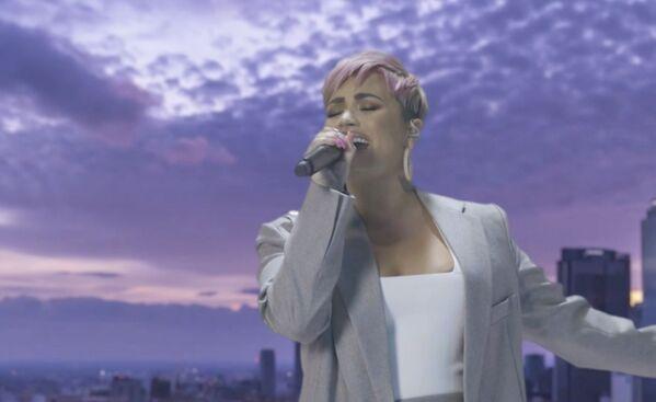 El concierto para celebrar la inauguración de Joe Biden se hizo virtual: se filmó con antelación. En la foto: la actuación de la cantante Demi Lovato.   - Sputnik Mundo