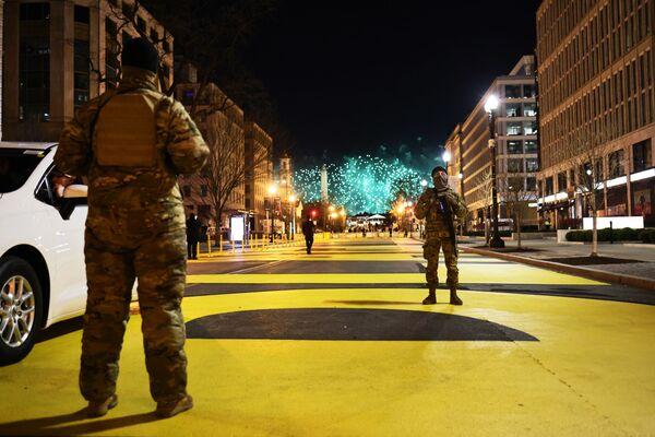 La seguridad durante la toma de posesión fue garantizada por 25.000 miembros de la Guardia Nacional que permanecerán en Washington al menos hasta el 24 de enero. - Sputnik Mundo