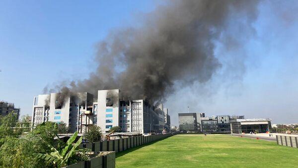 Incendio en el Serum Institute en la India - Sputnik Mundo