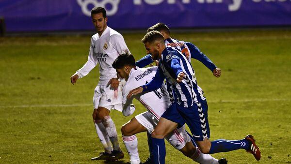 Marco Asensio (Real Madrid) entre la defensa del Alcoyano en Copa del Rey - Sputnik Mundo