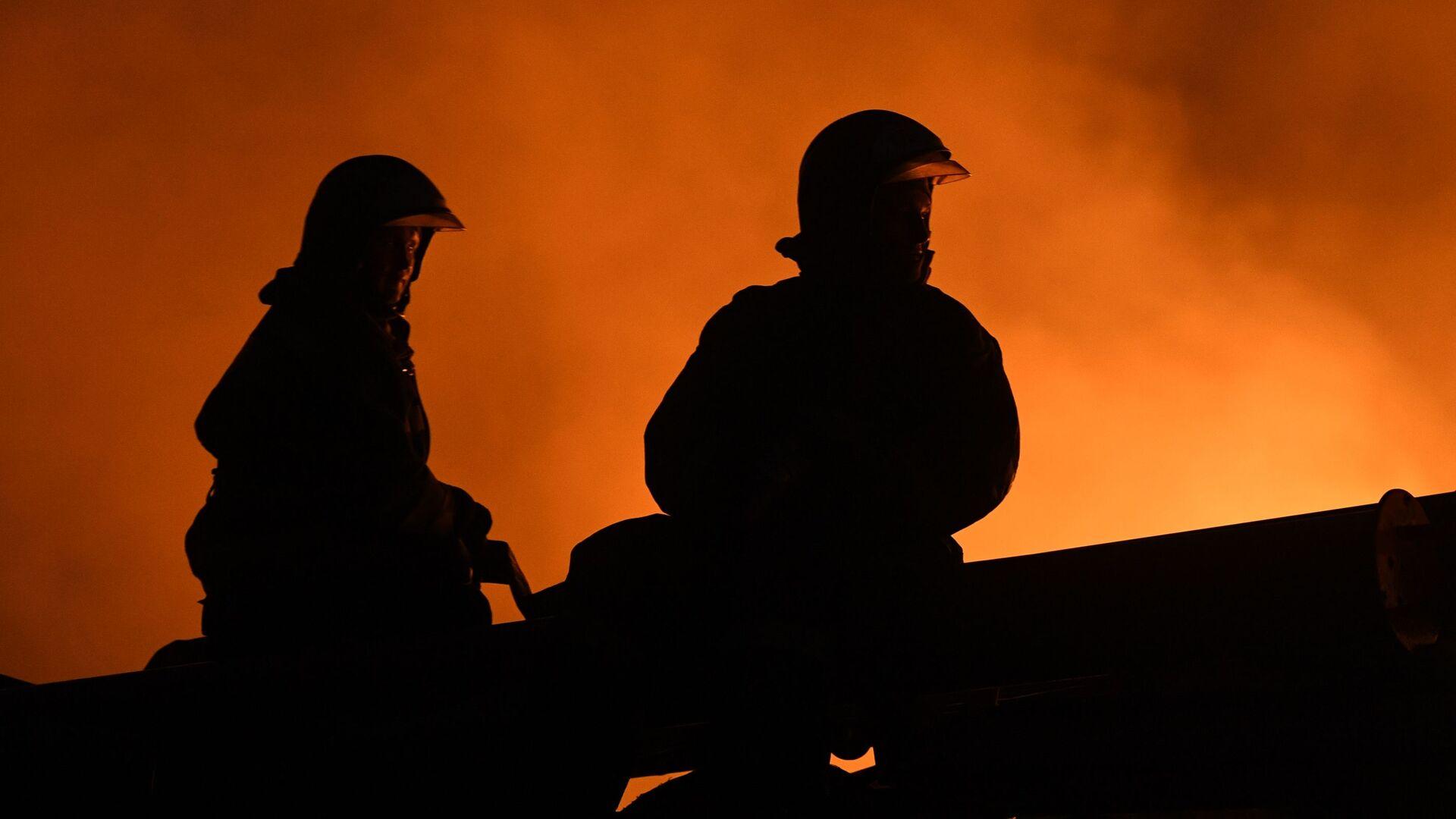 Dos bomberos (imagen referencial) - Sputnik Mundo, 1920, 13.05.2021