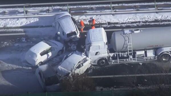 Un choque masivo de al menos 134 vehículos en Japón - Sputnik Mundo