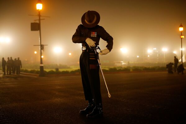 Un soldado del Ejército indio durante los ensayos del desfile dedicado al Día de la República en Nueva Delhi.  - Sputnik Mundo