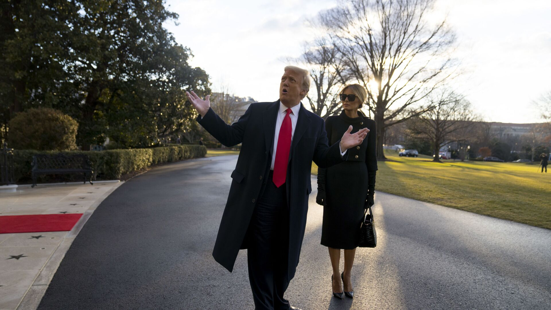 Donald y Melania Trump dejan la Casa Blanca - Sputnik Mundo, 1920, 02.03.2021