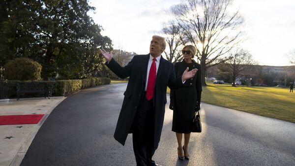 Дональд и Меланья Трамп покидают Белый дом - Sputnik Mundo
