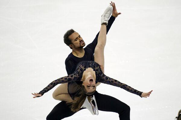 Los patinadores artísticos estadounidenses Molly Cesanek y Yehor Yehorov realizan un baile libre en el Campeonato de patinaje artístico sobre hielo de EEUU en Las Vegas.  - Sputnik Mundo